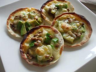 アボカド納豆のミニピザ