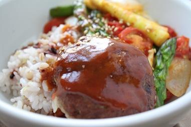 春野菜のラタトゥユ×雑穀ロコモコ