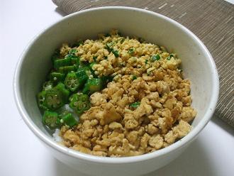 豆腐のそぼろ風三色丼