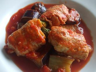 アスパラの肉巻きトマト煮込み