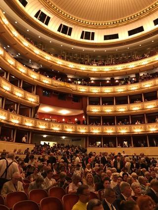 オペラ座館内