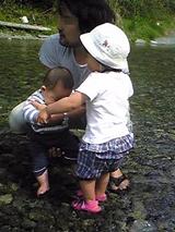 みんなで川遊び