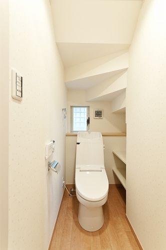 トイレ階段下に収納をもっと