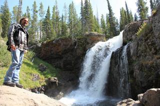 滝とスコット