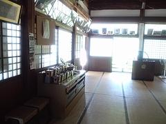 本堂内部 2