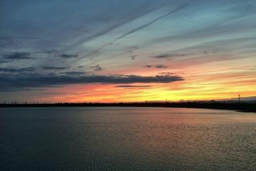 溜池と夕景