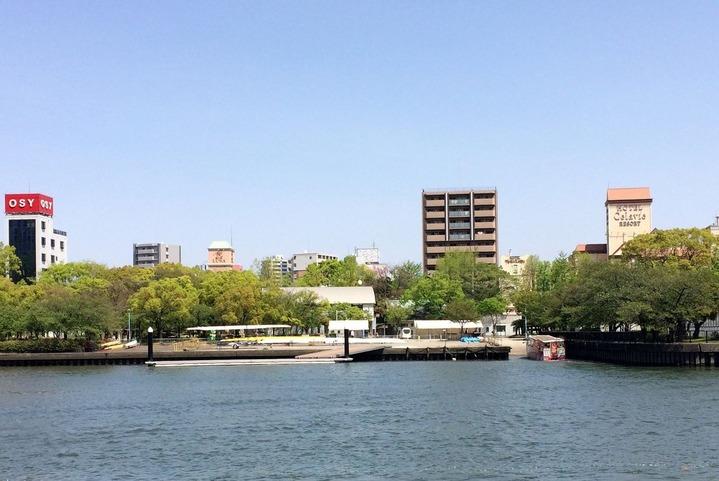 大川を走る水陸両用バス1