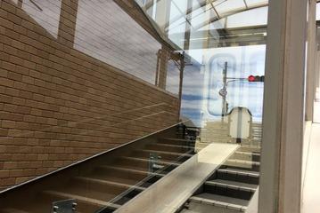 芦屋川アンダーパスの斜行エレベーター