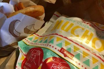 KFCのフライドポテトとスパイシーチキンラップ