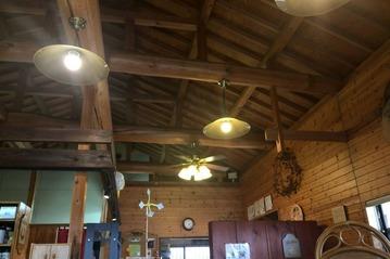 カフェ「くりやさん」の店内