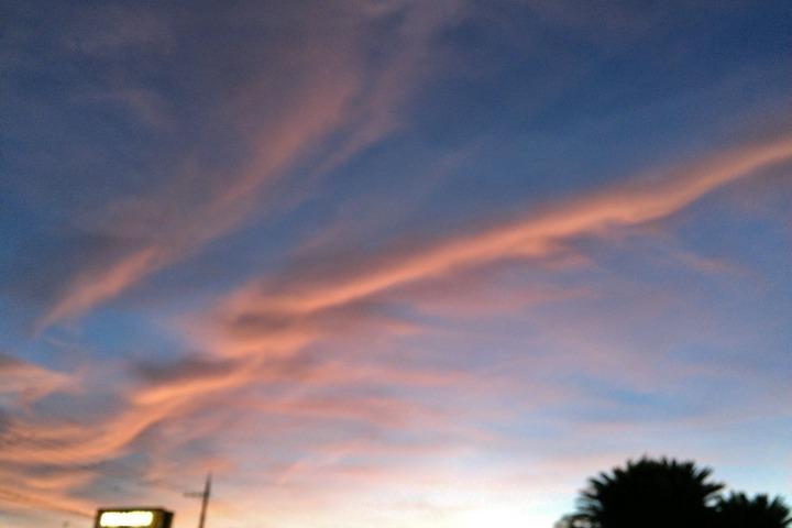 台風接近の夕焼雲