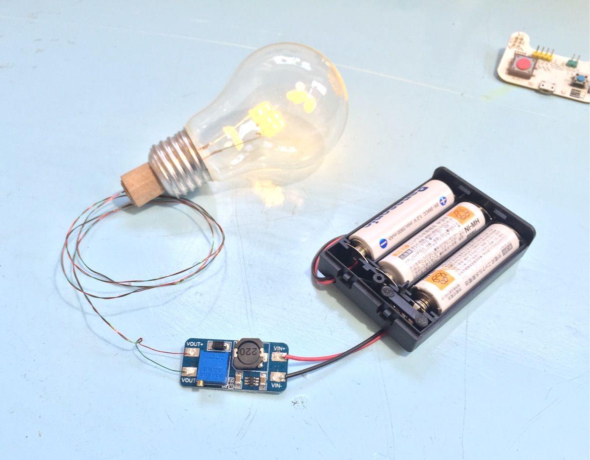 VINに電池ボックスをつなぎ、ボリュームで出力電圧を8.5Vくらいにしておきます。VOUTに、前回作った再利用LED電球をつなぎます。