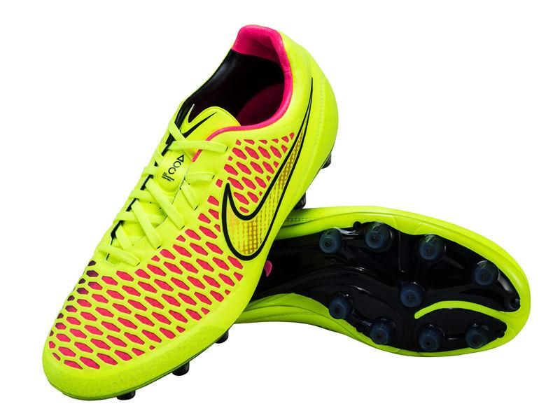 Sepatu2 bola paling ringan di dunia... | wisbenbae