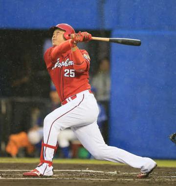 41歳3ヶ月カープ新井さん、今季1号は球団最年長弾&20年連続本塁打