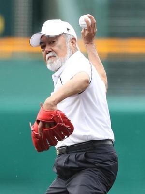 カープOB安仁屋さんの高校野球「レジェンド始球式」www