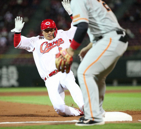 カープ長野久義、移籍後初・古巣巨人戦で851日ぶり盗塁をマーク!2四球&1盗塁&9号ホームラン&2点タイムリーと大暴れ!
