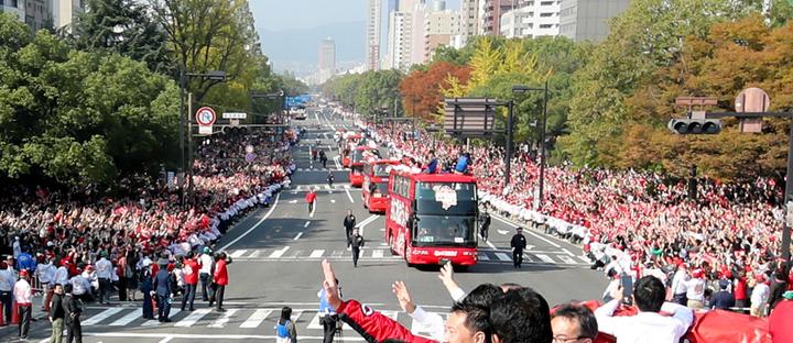 今年も「カープ優勝パレード」が開催決定!11月25日(土)10:30~ 広島市内の平和大通り