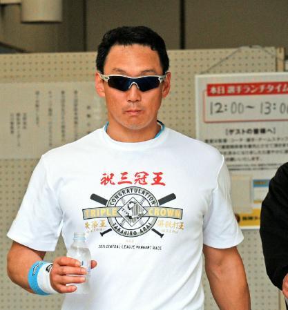 アニキの新井三冠王Tシャツ1