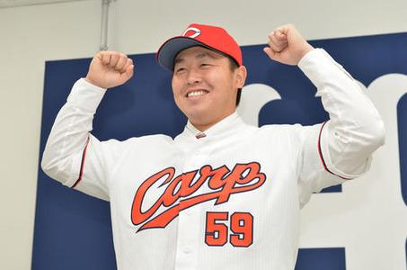 楽天から広島移籍の菊池保則投手が入団会見「どんな仕事でもいく」「好きな名前で呼んで」