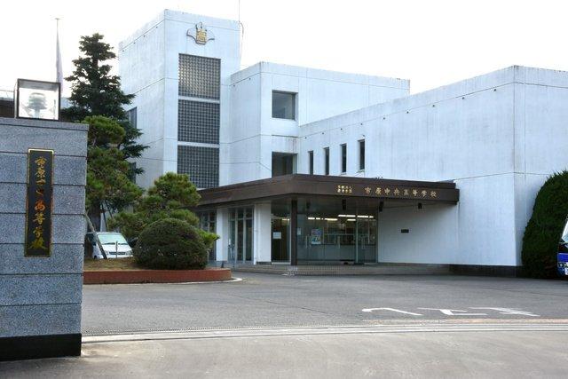 市原中央高校(千葉)の副校長、修学旅行で女湯に乱入し、放尿
