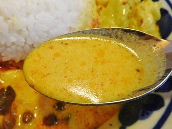 野菜の黄色いカレー(キャベツ)