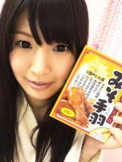 Niedlich Nozomi Koizumi bläst Blasen in der Badewanne und bekommt knallte von zwei Asiaten