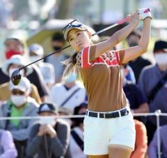 上田が首位発進、渋野は4位 日本女子OPゴルフ第1日