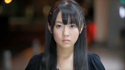 黒いジャケットを着ている多田愛佳