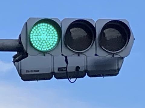 【日本語チューター】緑(みどり)なのに青信号(あおしんごう)??