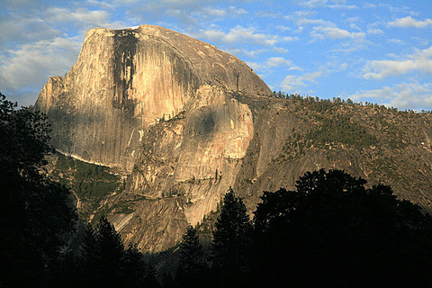 800px-Half_Dome_at_sunset