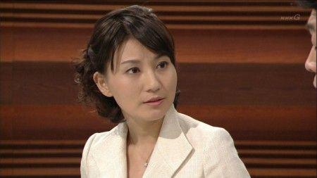 井上あさひアナウンサー どうも座りが悪い。NHK『ニュースウォッチ9』の大越健介キャスターと井上