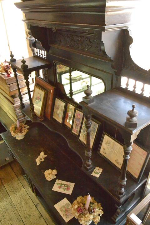 古物市・・・・大きな家具たち