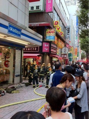 新宿東口オカダヤ火災14