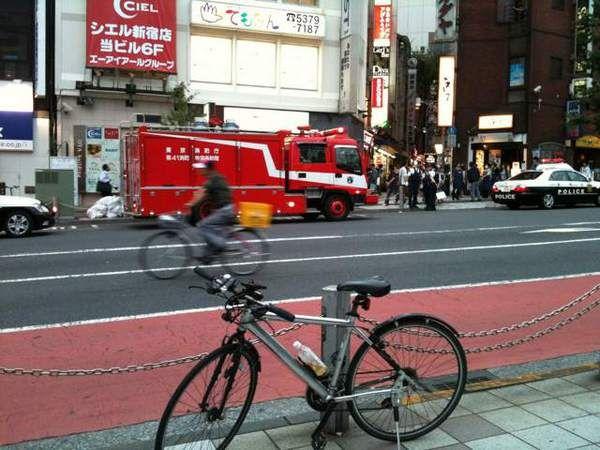 新宿東口オカダヤ火災07