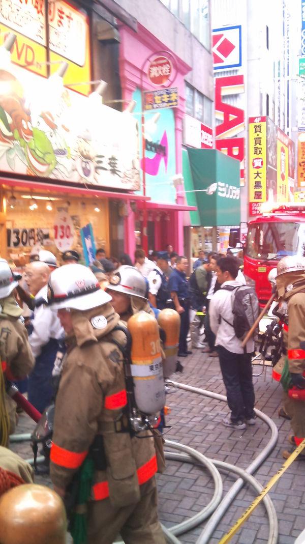 新宿東口オカダヤ火災10