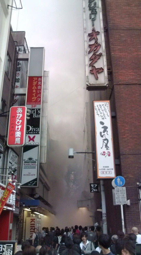 新宿東口オカダヤ火災11