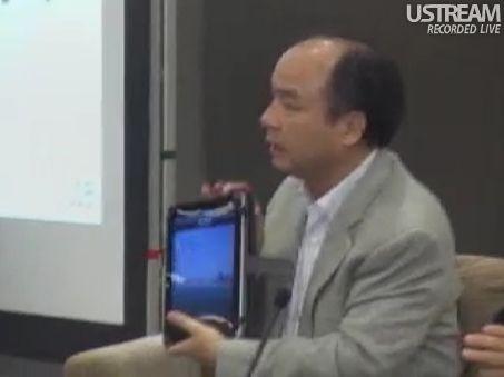 田原総一朗×孫正義 白熱対談 iPadを見せる孫社長