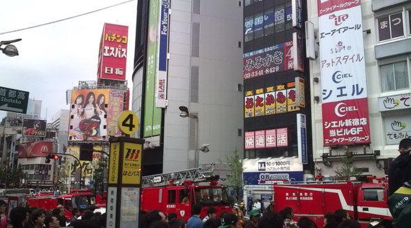 新宿東口オカダヤ火災12