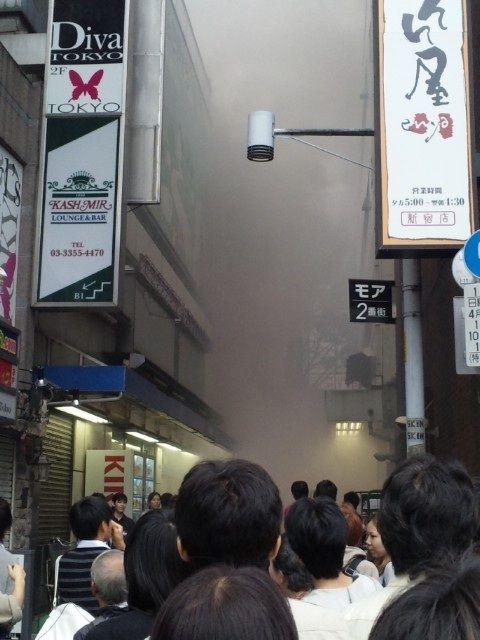 新宿東口オカダヤ火災04