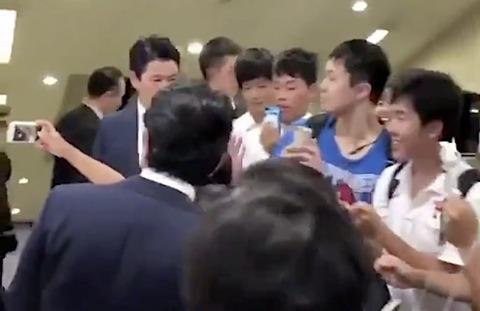 『こんな好かれてる総理が、ニュースでは日本中の嫌われ者のように扱われてる…』 ネット「若者から好かれているっていうのも素晴らしい[9/1]