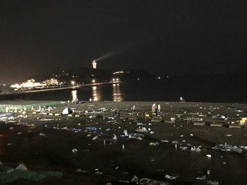 1トンのゴミが置き去り…「江の島花火大会」のマナー違反に批判殺到 主催者「ゴミは持ち帰りが原則」 [10/22]