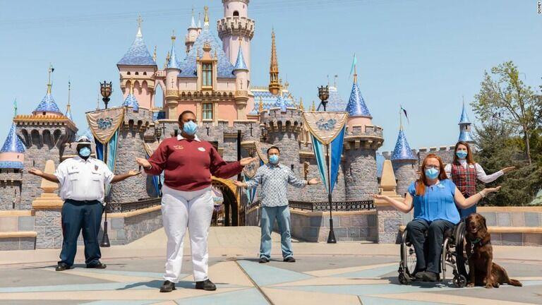 米ディズニー、身だしなみの規定を変更 キャストの個性尊重