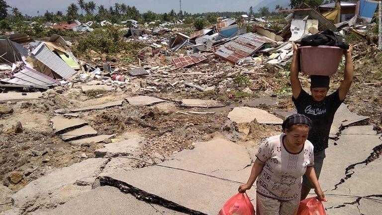 インドネシア地震、死者832人に ジョコ大統領が被災地へ