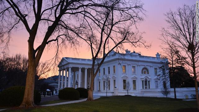 人員不足、未熟な職員に「飲酒騒ぎ」 ホワイトハウス部局 米紙