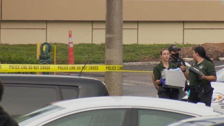 在宅でビデオ会議中の女性、幼児の発砲で死亡 同居の男を逮捕 米フロリダ州