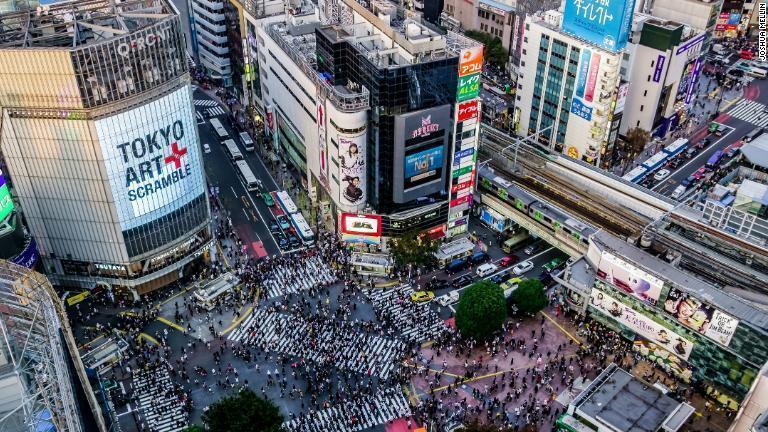 渋谷スクランブル交差点――世界で最もワイルドな交差点にようこそ