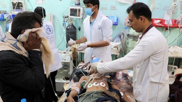 イエメンで市場に空爆 14人死亡、26人負傷