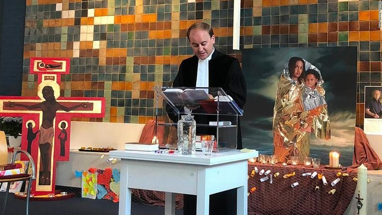 オランダの教会、800時間礼拝続ける 難民の強制送還防ぐ取り組み