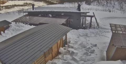 20201223屋根の除雪2名