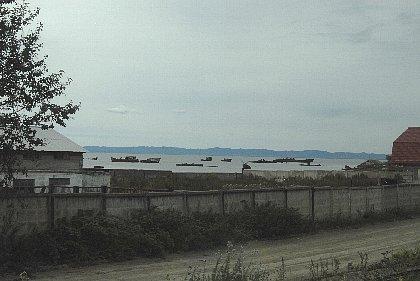 コルサコフの港近くで見た座礁船